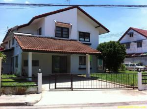 ให้เช่า/ขาย ทาวน์เฮ้าส์ 2 ชั้น ในหมู่บ้านการ์เด้นโฮม ดอนเมือง เช่า20,000 บาท/เดือน ขาย 4.5 ล้าน084-008-7989 สีกัน เขตดอนเมือง กรุงเทพมหานคร