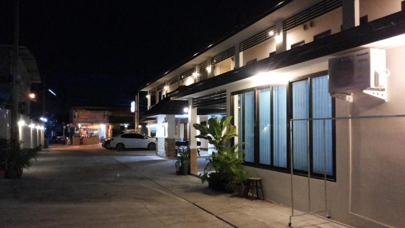 อพาร์ทเม้นท์พร้อมเฟอร์นิเจอร์ 4000 อุดรธานี เมืองอุดรธานี หมากแข้ง