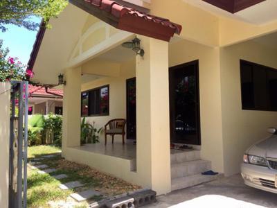 6A120461 บ้านเช่า ให้เช่าบ้านเดี่ยวชั้นเดียว 3 ห้องนอน 2 ห้องน้ำ พื้นที่ 63 ตรว. ราคาเช่าเดือนละ 15,000 บาท ใกล้วัดเมืองใหม่ ต.เทพกระษัตรี อ.ถลาง