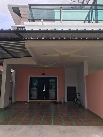 6A80386 ให้เช่า บ้านแฝดสองชั้น 3 ห้องนอน 3 ห้องน้ำ ราคา 18,000 บาท/เดือน อยู่ใกล้ ร้านสะดวกซื้อ , ซุป  เปอร์มาเก็ต , วัดสว่างอารมณ์ และหาดราไวย์