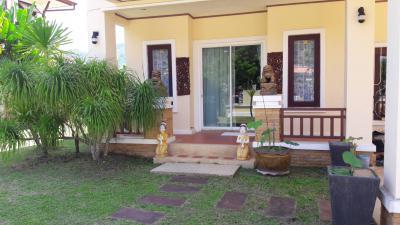 6A40340  ให้เช่าบ้านเดี่ยว 2 ชั้น 4 ห้องนอน 3 ห้องน้ำ 1 ห้องครัว และมีที่จอดรถ
