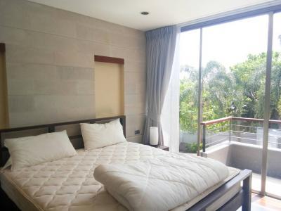 6A120486 ให้เช่าบ้านเดี่ยวสามชั้น 3 ห้องนอน 3 ห้องน้ำ พื้นที่ 216 ตรม. ใกล้ศูนย์วิจัยและพัฒนาประมงชาย ราคาเช่าเดือนละ 60,000 บาท